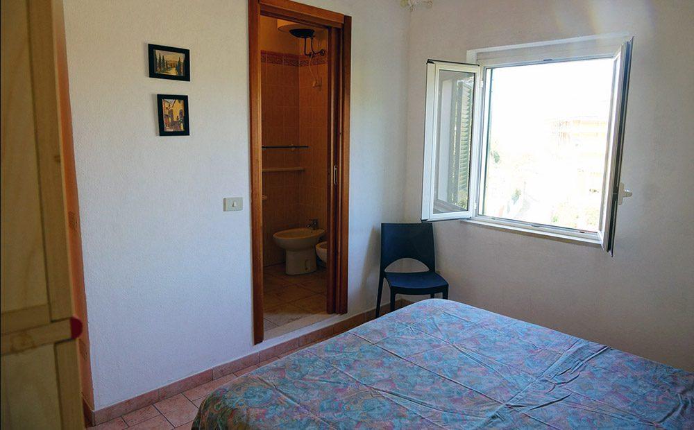 appartamento-giovanni-07-bagno-camera - Giglio Vacanze